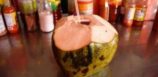 <!--:es-->Consejos Culinarios: Contra la resaca pruebe el agua de coco<!--:-->