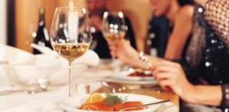 <!--:es-->Buenos modales: cómo comportarnos durante una cena<!--:-->