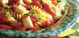 <!--:es-->La Receta: Ensalada de pasta con tomatitos y queso mozzarella<!--:-->