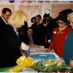 Eliu Rivera junto a Cristina Saralegui cuando ésta visitó el Centro de Envejecientes.