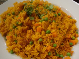 ARROZ AMARILLO CON GUISANTES Y CEBOLLINES-…and scallions.