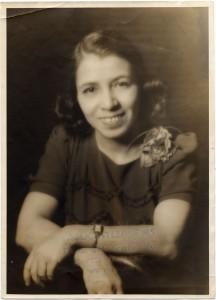 Clotilde Arias sonriente