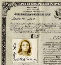FOTO Certificado de naturalización de Clotilde Arias