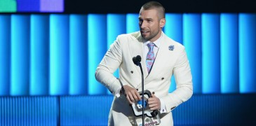 "MIAMI, FL - AUGUST 20:  Rafael Amaya performs onstage at Telemundo's ""Premios Tu Mundo"" Awards 2015 at American Airlines Arena on August 20, 2015 in Miami, Florida.  (Photo by Rodrigo Varela/Getty Images)"