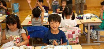 Los niños eligen mejores alimentos en línea que en el almuerzo escolar