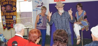 El pintor y profesor Antonio Martorell y la actriz Cristina Soler en evento de AARP