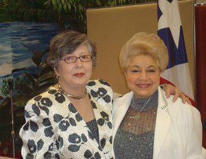 LA LOCUTORA Y ESCRITORA GILDA MIRÓ Y LYDIA TRINIDAD DIRECTORA DEL CENTRO 2009 EN UNA DE LAS ACTIVIDADES DE PRAA