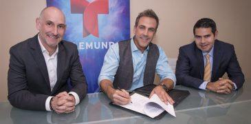 (I-d) Luis Silberwasser - President, Telemundo Network; Carlos Ponce; Cesar Conde - Chairman, NBCUniversal International Group and NBCUniversal Telemundo Enterprises