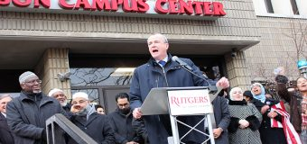 Phil Murphy se une a protesta de estudiantes y rechaza política migratoria de Trump