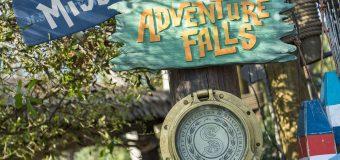 Miss Adventure Falls salpica en el Parque Acuático Disney's Typhoon Lagoon