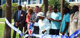 El Alcalde de Orlando, Buddy Dyer y la Comisionada del Distrito 5, Regina I. Hill Celebraron la inauguración del Complejo Richard Allen Gardens Housing Complex