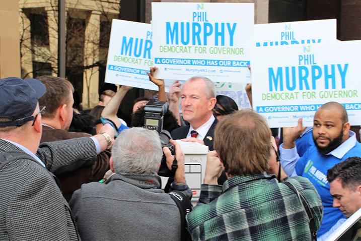 Phil Murphy supera récord al someter más de 43 mil firmas