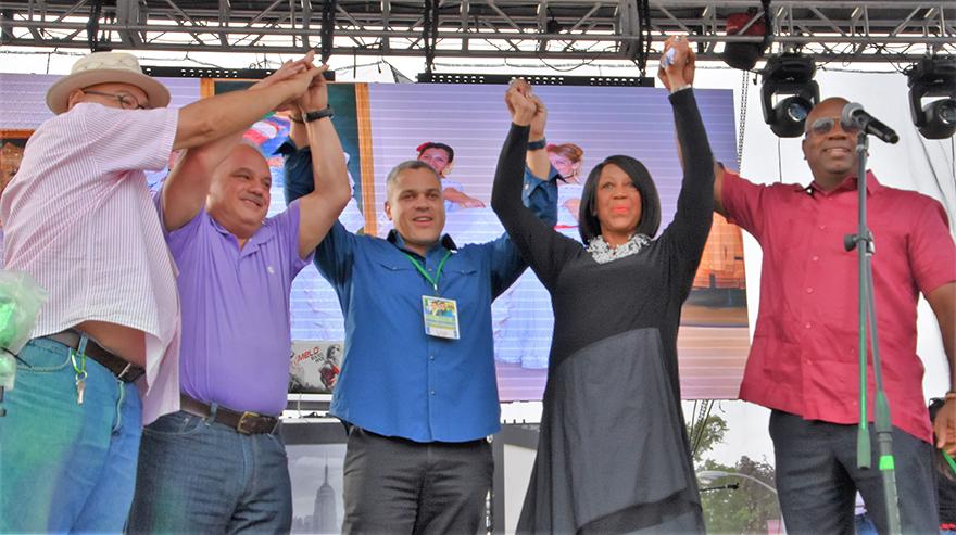 Candidata a vicegobernadora Sheila Oliver en Festival Latino de Newark, NJ