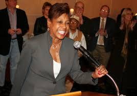 Cunningham condena a DeVos por retroceder protección del Título IX
