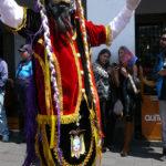 Los diablos de la provincia de Chimborazo danzando al son de música nacional ecuatoriana