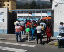 ECUATORIANOS DAN  ESPALDARAZO A LENIN MORENO