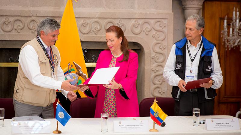 La Canciller entrega el acuerdo de privilegios e inmunidades a las misiones electorales de OEA y Unasur para la consulta popular