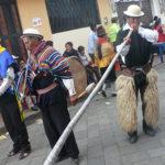 Al son de instrumentos musicales autóctonos se danza en estas festividades.