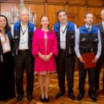Canciller María Fernanda Espinosa junto a integrantes de la misión electoral de Unasur