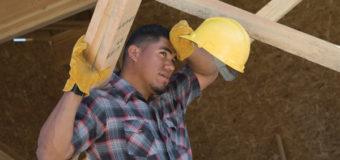 ¡Es Verano! Paisajistas, Obreros, y Jardineros: No te olvides de Protegerte del Cáncer de Piel