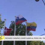 La bandera tricolor amarillo, azul y rojo flamea en la capital francesa